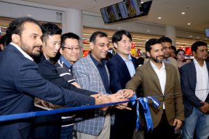 Head of Samsung mobile business Umar Ghuman also attends the ribbon cutting ceremony.
